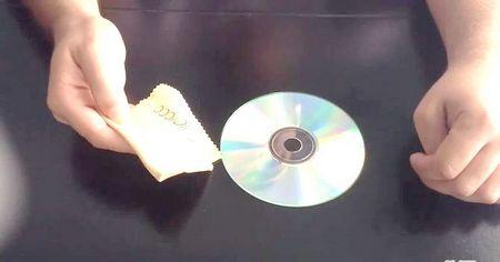 Як виправити подряпану поверхню ігрового диска за допомогою білої зубної пасти