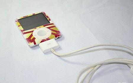 """Як перезавантажити """"завислий"""" iPod"""