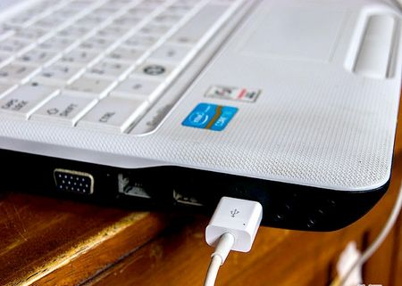 Як заряджати iPod Nano